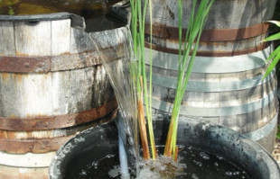 Small Ponds and fountains: Barrel fountain