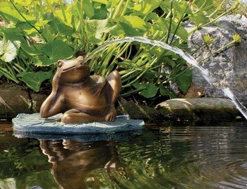 Aquascape Lazy Frog on Lily Pad Spitter w/pump - Poly-Resin - Decorative Water Features - Part Number: 78017 - Aquascape Pond Supplies